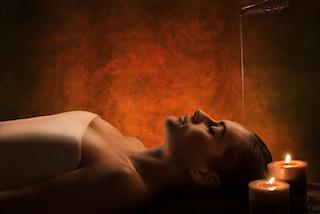 ayurveda-massage-muenchen-stirnoelguss